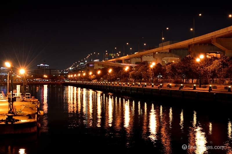 ベイサイドプレイス博多から見える福岡都市高速道路