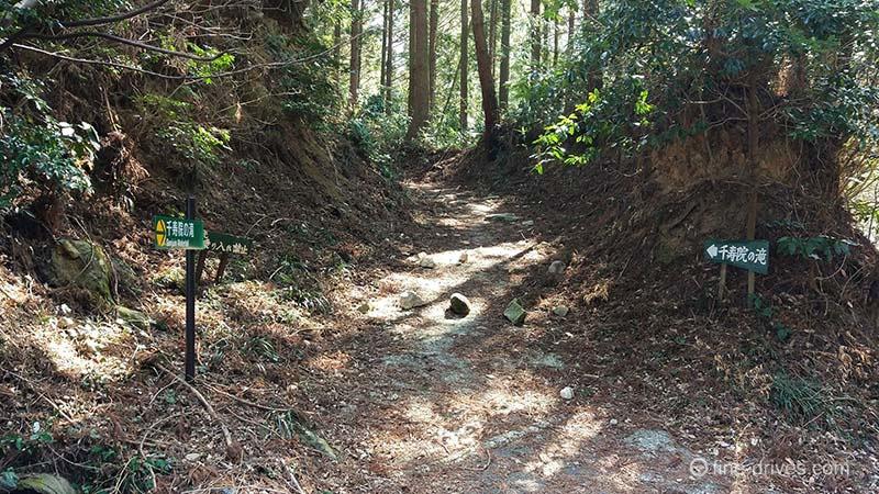 千寿院の滝への入り口