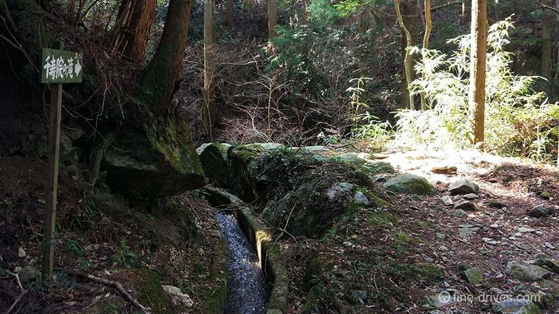 千寿院の滝への道標