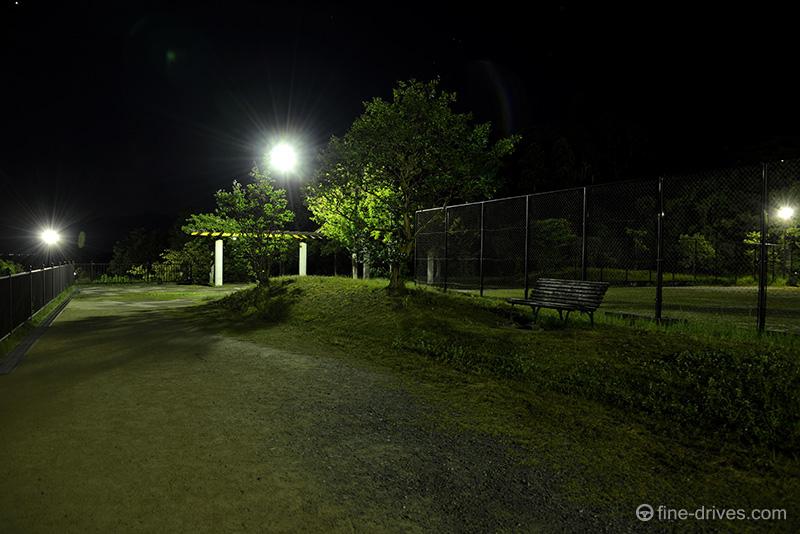 生松台中央公園のベンチ