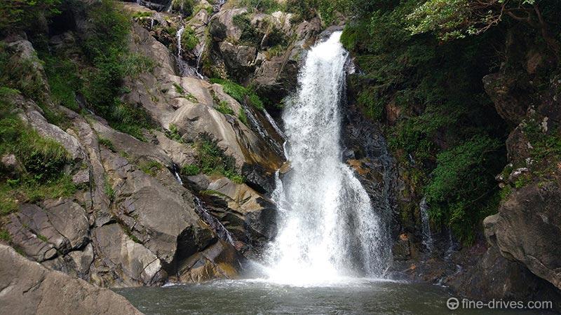 見返りの滝滝壺