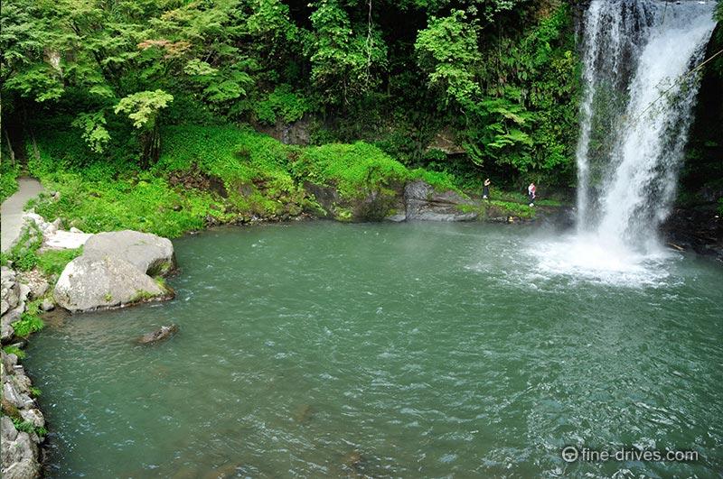 慈恩の滝は裏見の滝