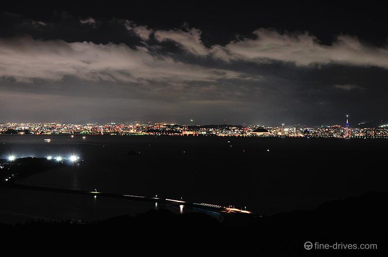海の中道と博多湾、福岡市の夜景