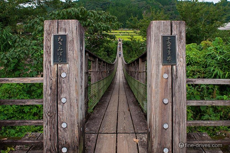 原尻の滝の吊り橋