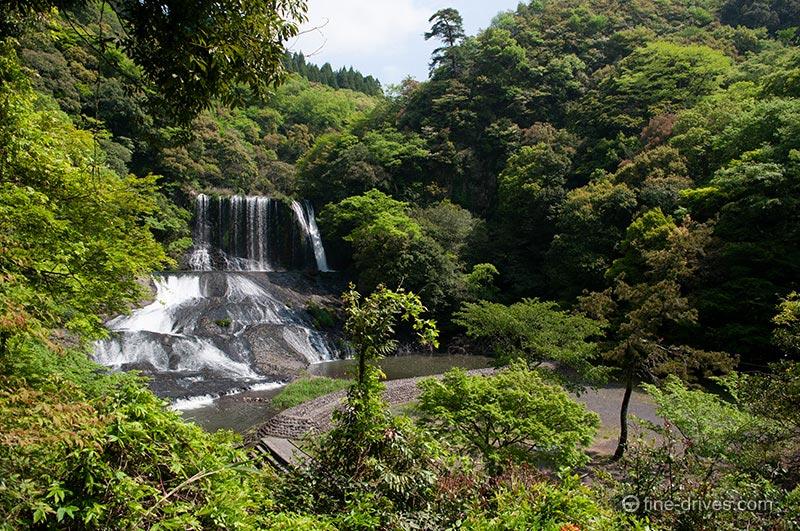 竜門寺から見える滝