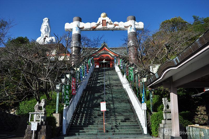 成田山久留米分院 入口の階段