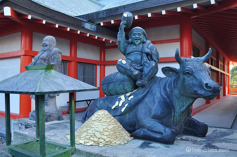 恵比須様と奥に大黒様