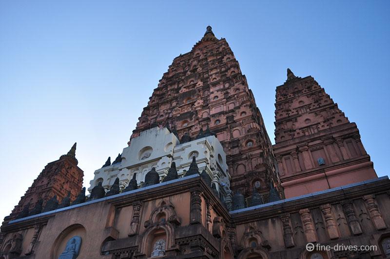 インド村・平和大仏塔極楽殿