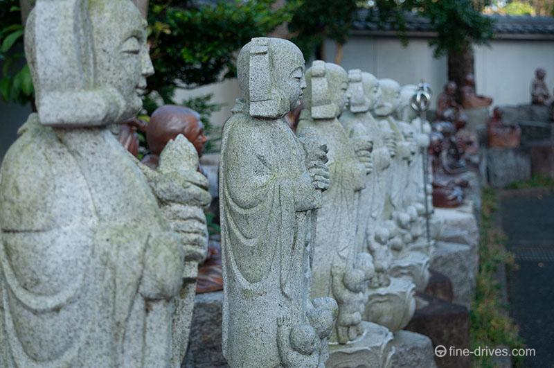 成田山久留米分院のたくさんの仏像