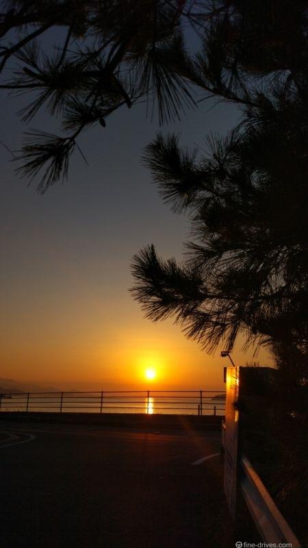 糸島市加布里の弁天橋から見た夕日