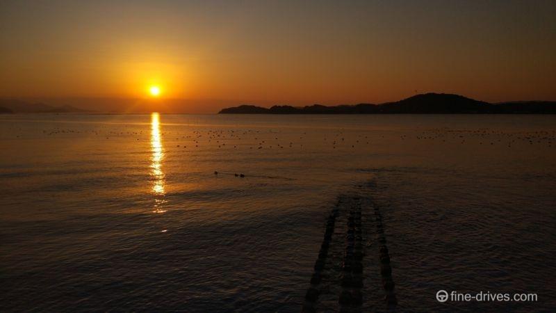 船越湾の沈んでいく夕日