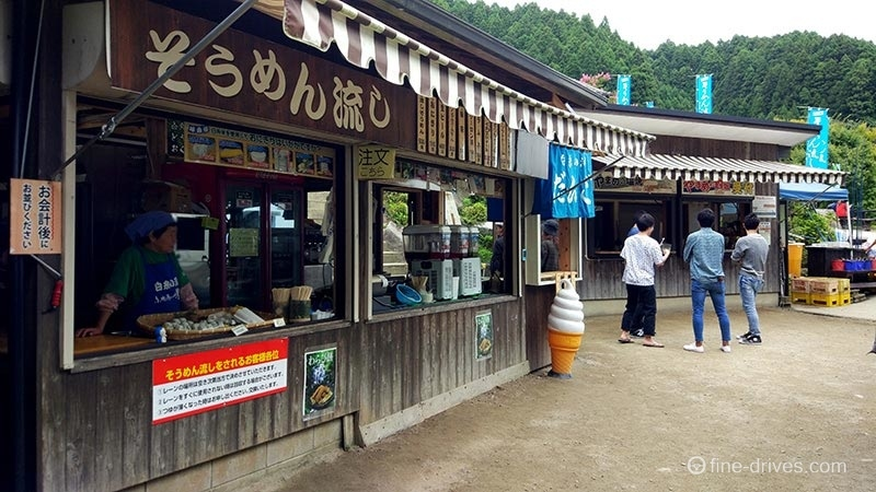 白糸の滝の露店